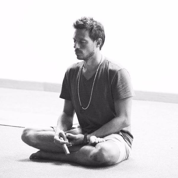 Profesor de Meditación, profesor de Hatha Yoga, Profesor de Yoga Antiguo, Profesor de Yoga Kuruntas, Instructor Yoga para niños