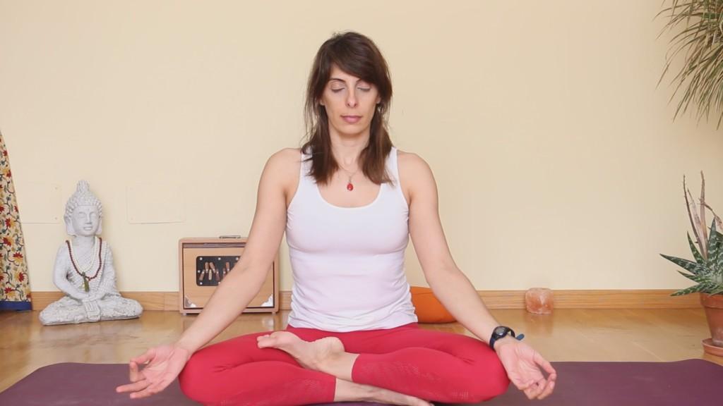 Profesora de Yoga y Meditación certificada por la Unión Europea de Yoga y la AEPY